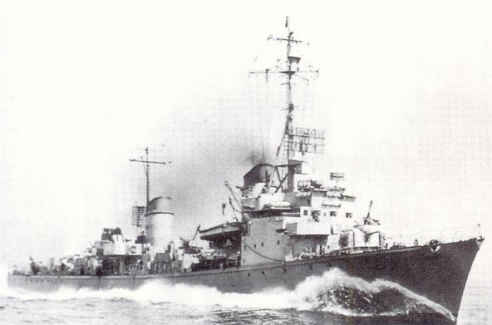 800px-T_35_as_DD_935_in_US_seas_August_1945
