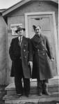 Cap-de-la-madeleine aéroport unité 11 Emile Roy et un soldat