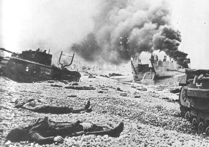Scène du débarquement de Dieppe.Année: 1942. © nd Auteur: inconnu. Commanditaire: Canada Wide. Référence: Canada Wide.