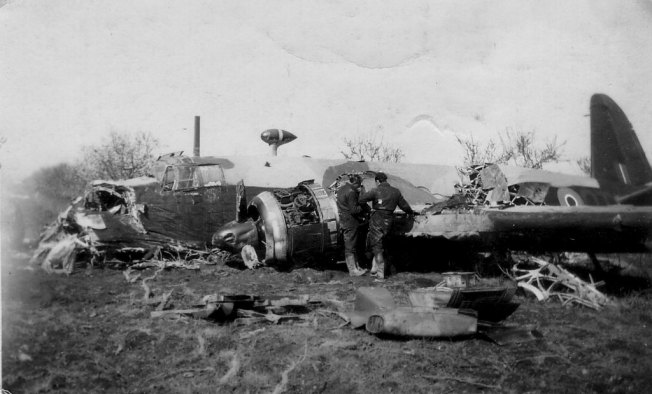 Vickers-Wellington-RAF-crashed-01