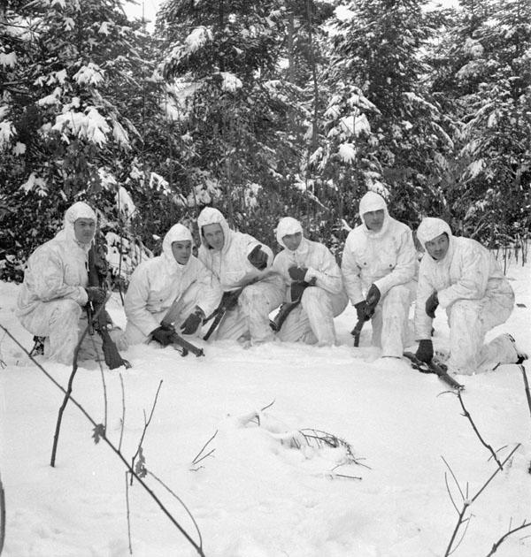RegimentdelaChaudiereMembersTrainingInWinter1945
