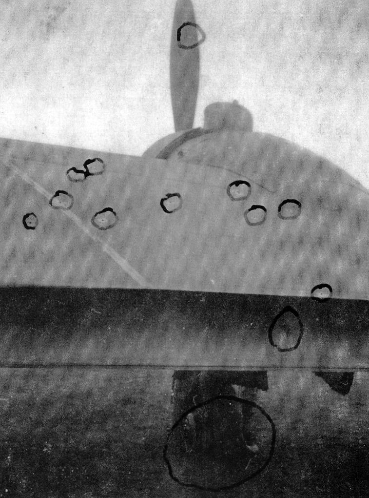Beaufighter_atteint_de_balles_2