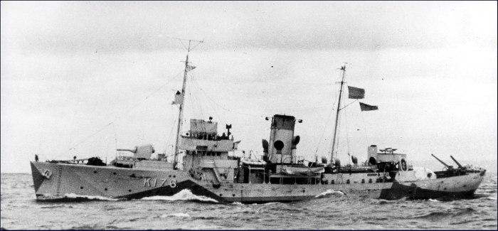 1920px-HMCS_Kamloops_1942_MC-2445